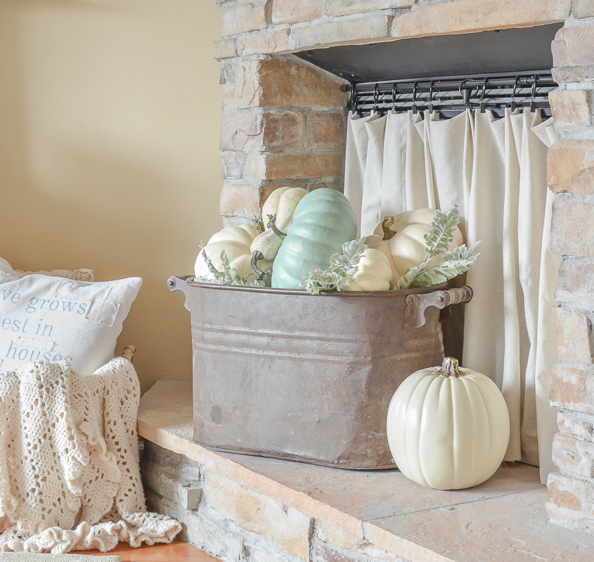 Living Room Ideas To Fall In Love With: Simple Fall Decor In The Living Room