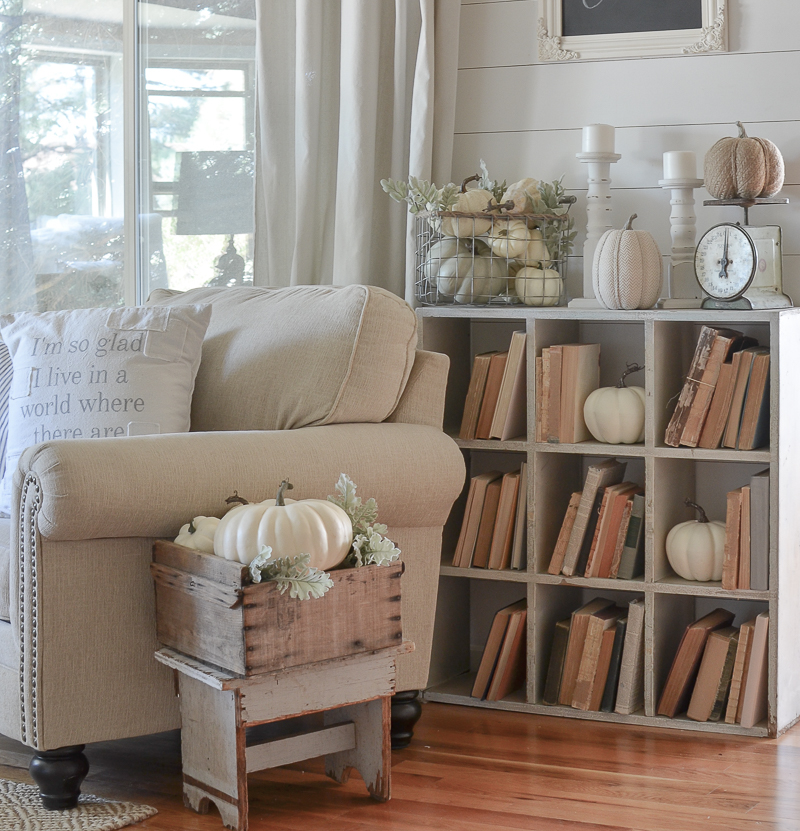 A Guide To Identifying Your Home Décor Style: Vintage Cubby, Old Books And Fall Decor