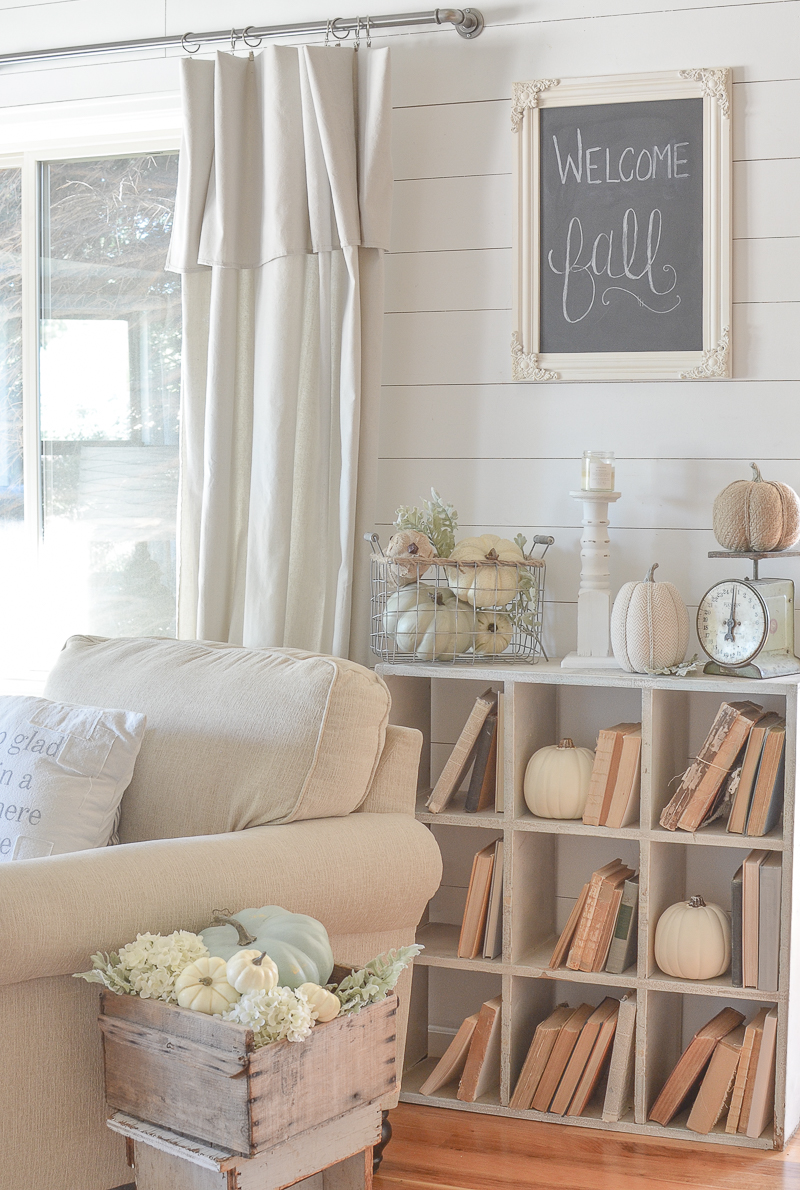 Vintage farmhouse style fall decor in the front room