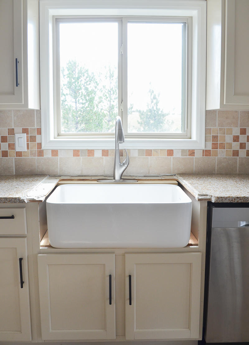 Kitchen Progress: Installing the Farmhouse Sink