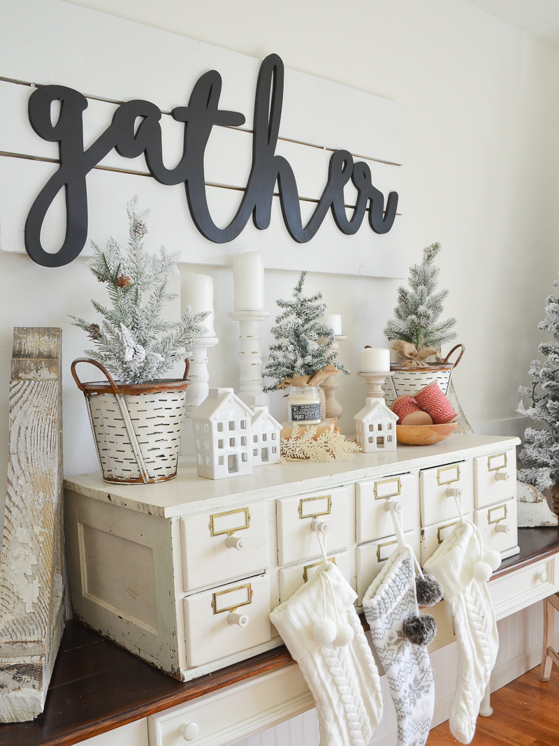 farmhouse style christmas decor cozy and natural holiday decor ideas - Vintage Farmhouse Christmas Decor