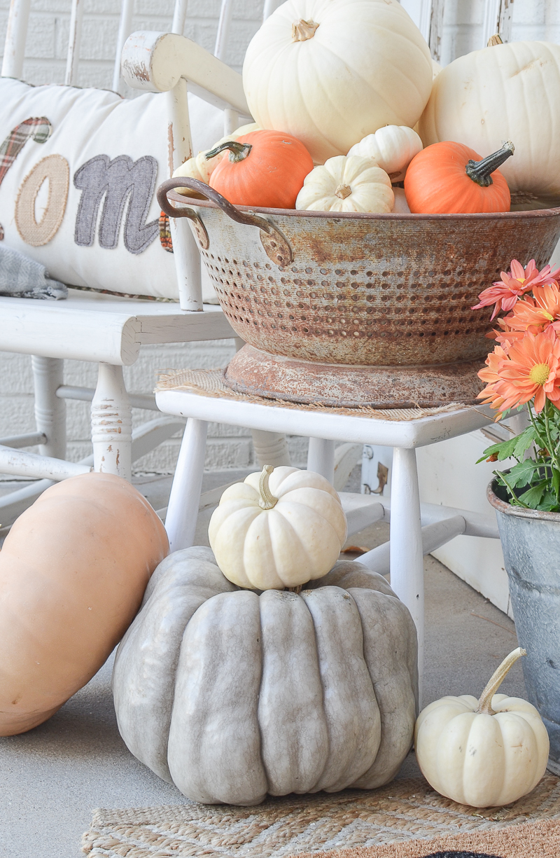 3 Quick Tips to Transition to Fall Decor. Easy fall decor ideas for your home! #falldecor #falldecorating #littlevintagenest