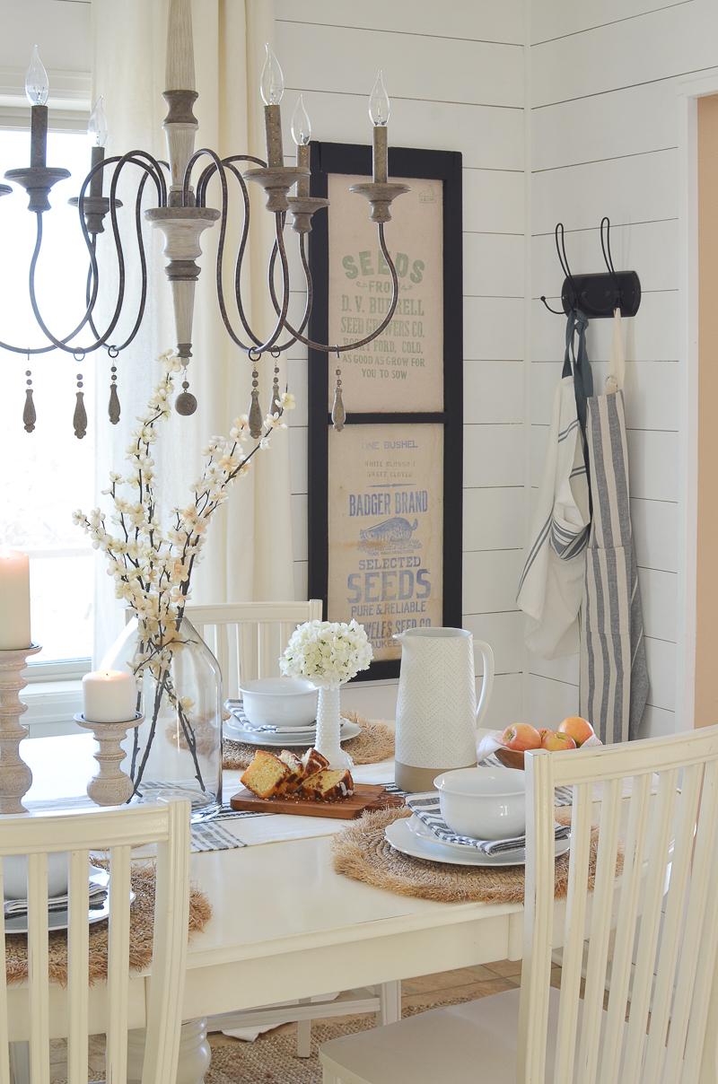 A Rustic Farmhouse Brunch Tablescape.