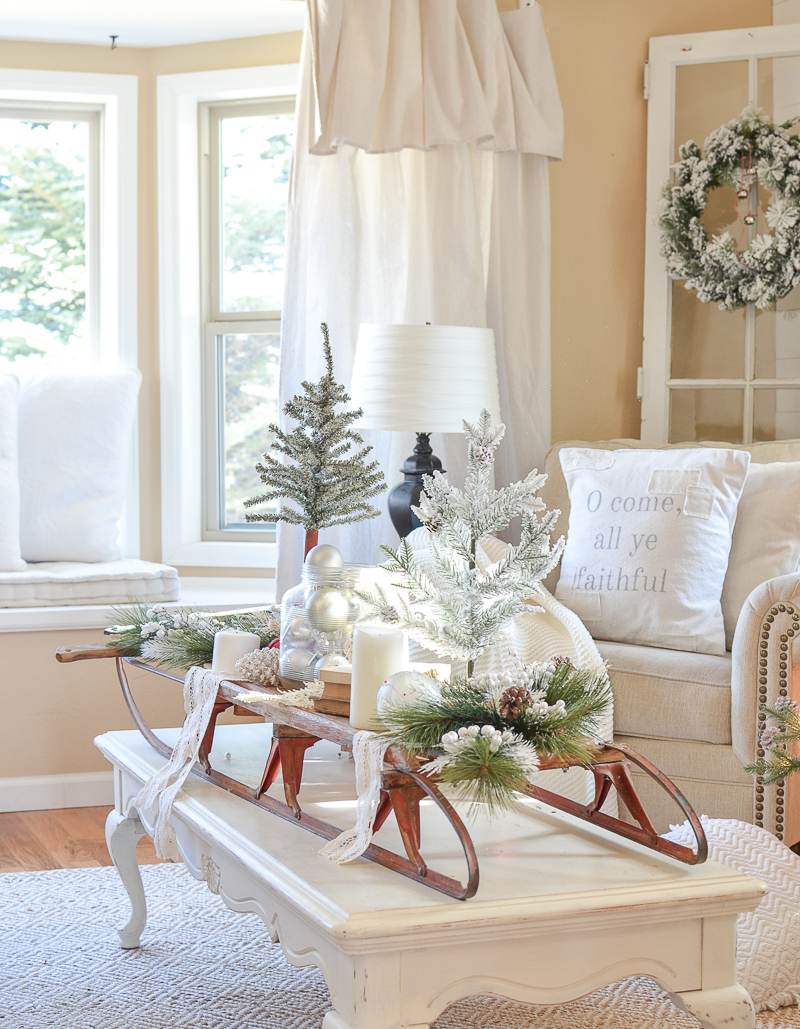 Neutral farmhouse christmas decor in the front room for Front room decor