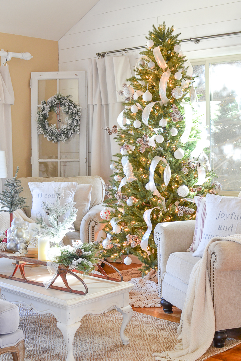 Neutral farmhouse christmas decor in the front room for Neutral front room ideas