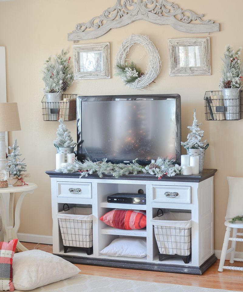 Cozy Farmhouse Living Room: Cozy Farmhouse Christmas Living Room