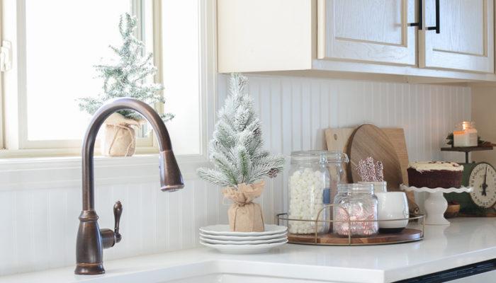 Farmhouse Christmas Kitchen & Breakfast Nook