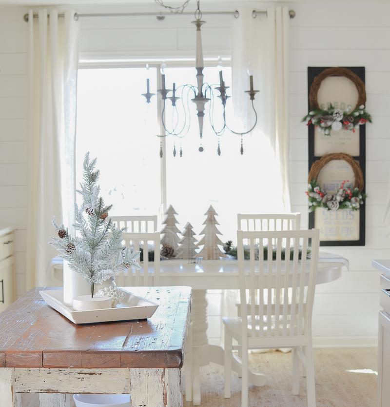 Farmhouse Christmas Kitchen & Breakfast Nook Tour