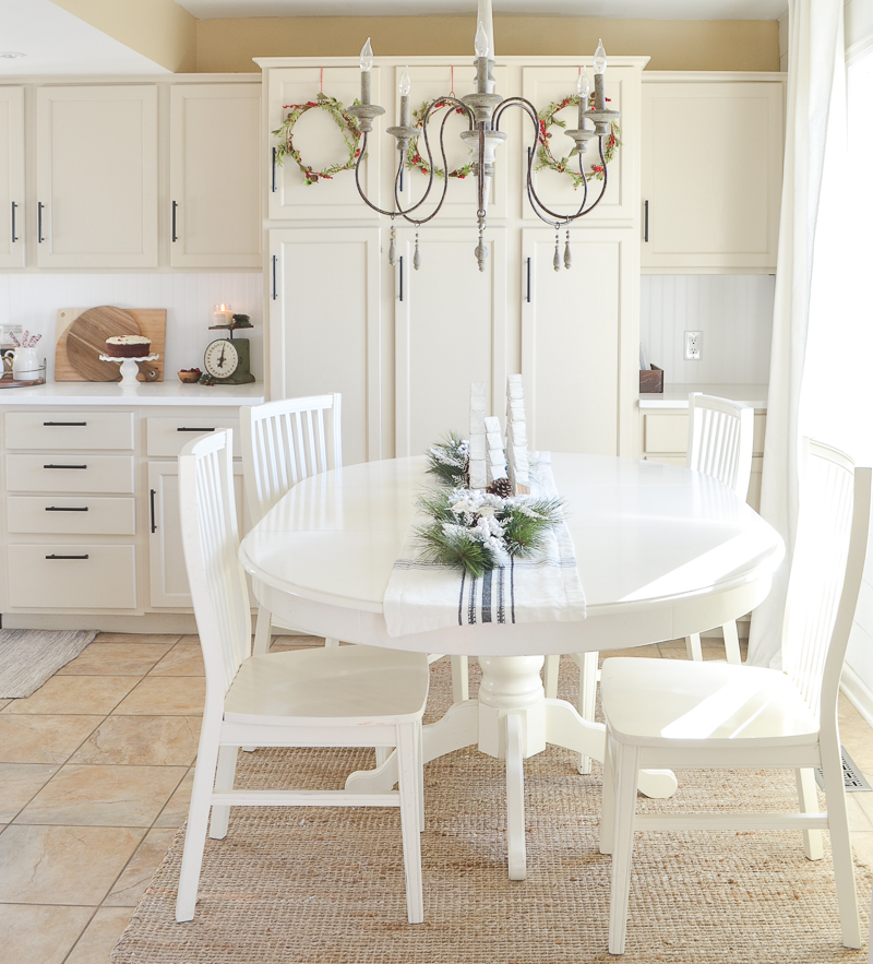 Farmhouse Christmas Kitchen & Breakfast Nook