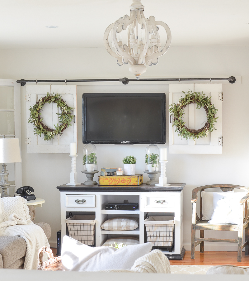 Beautiful farmhouse style living room decor