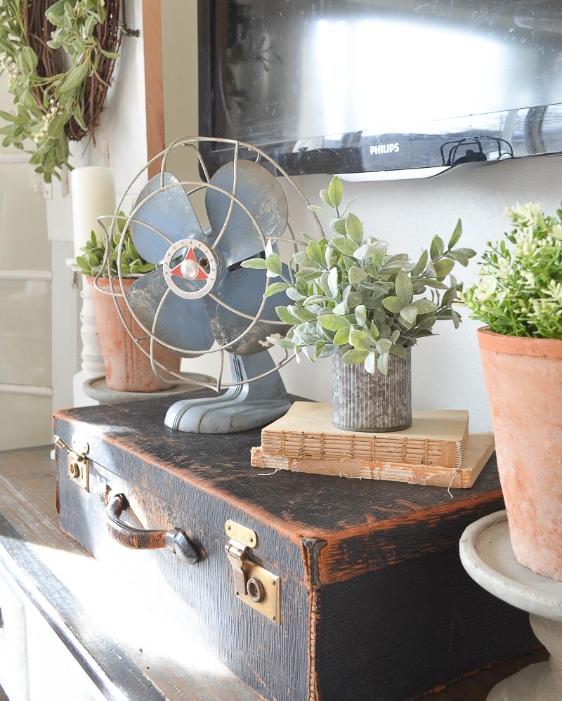 Antique suitcase and vintage fan. Beautiful farmhouse decor!