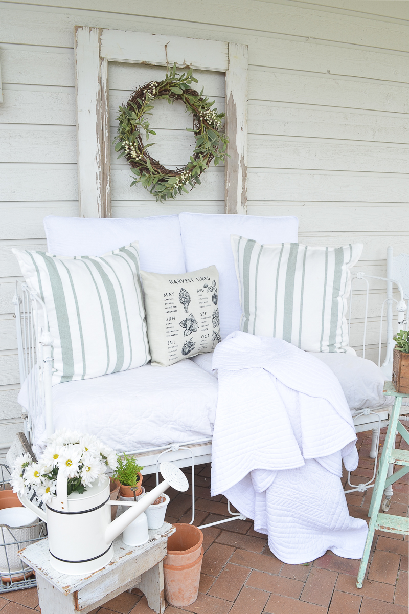 A Cozy Vintage Crib on the Back Patio. Farmhouse style summer patio idea with a vintage crib!