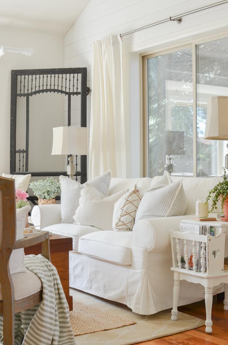 Farmhouse style living room decor ideas